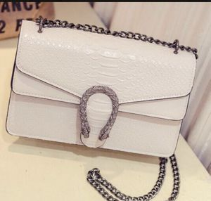 Off white purse 👜 for Sale in Columbus, OH