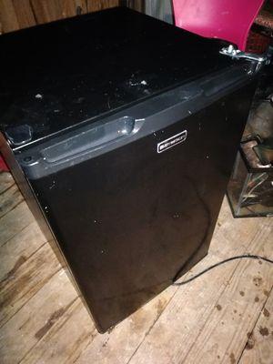 Emerson mini fridge for Sale in Fredonia, KS
