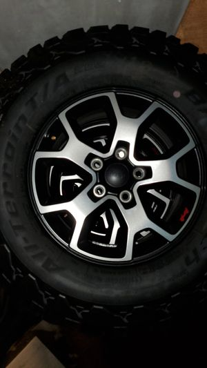 Set of 5 wheels and tires stock Jeep Wrangler Rubicon for Sale in Aventura, FL