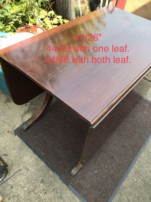 Drop leaf dining table. for Sale in Des Plaines, IL