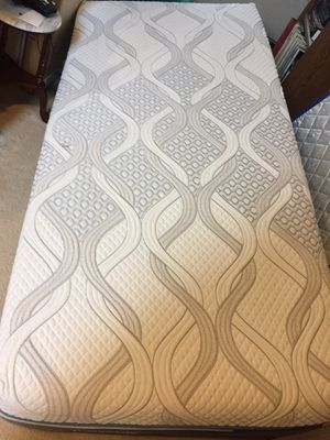 TwinXL mattress - Sealy posturepedic Hybrid elite. Used 6 months, great mattress but got a bigger bed. Excellent, extremely clean condition, paid $ for Sale in Kent, WA