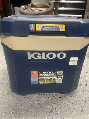 Igloo Max cold rolling cooler for Sale in Peoria, AZ