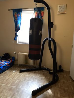 Punching bag with the stand for Sale in Newark, NJ