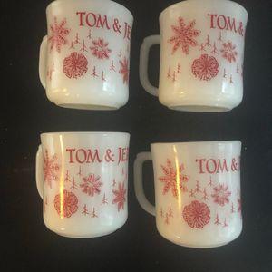4 Fire King Tom and Jerry Mugs Mint Christmas for Sale in Seattle, WA