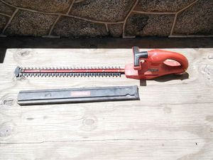 TROY-BILT HEDGE TRIMMER * 24 INCH CUT * DUAL ACTTION * TB24HTB * 14.4 VOLTS * LIKE NEW * LOST BATTERY * for Sale in Washington, DC