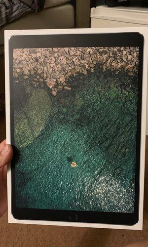 iPad Pro 10.5 inch for Sale in Diamond Bar, CA