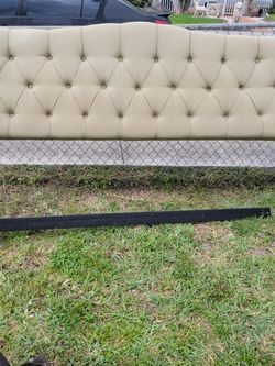 Free King Size Headboard for Sale in Opa-locka,  FL
