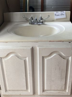 Sink and vanity for Sale in Tallassee, AL
