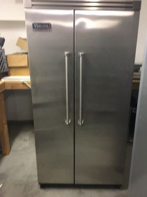 36inch STAINLESS STEEL VIKING REFRIGERATOR WITH ICE MAKER for Sale in Hesperia, CA