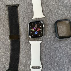 Apple Watch Series 4 44mm Gray aluminum for Sale in Forestville,  MD