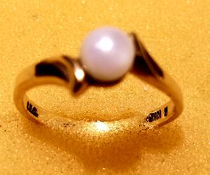 Pearl Solitar Ring, 18k band for Sale in Minneapolis, MN