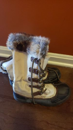 Winter women boots size 7 1/2 for Sale in Bethesda, MD