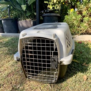 Pet Mate Kennel For Dog / Cat Pet for Sale in Fresno, CA