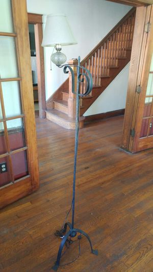 Antique floor lamp. for Sale in Berwyn Heights, MD