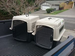 """Medium Dog Kennel Crate Carrier Airline Approved like New 28"""" L by 20"""" W by 20"""" H $35 Each for Sale in Federal Way, WA"""