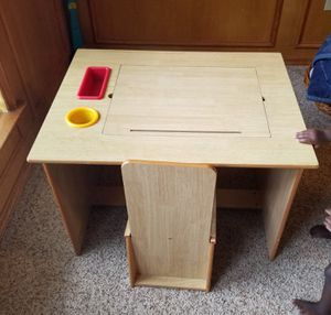 Kid's Desk for Sale in Grand Prairie, TX