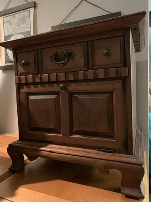 Real Wood night stand/side table for Sale in Alexandria, VA