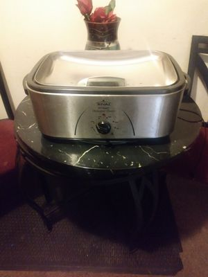 Rival 20 quarts roaster oven for Sale in College Park, MD