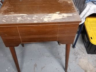 Vintage Singer Sewing Machine for Sale in Pittsburgh,  PA