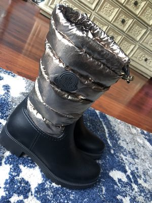 Moncler puffer boot for women for Sale in Los Angeles, CA