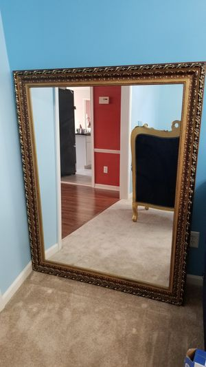 Beautiful mirror wall decor for Sale in Ypsilanti, MI