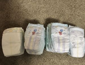 Mix of 67 Diapers huggies&pampers size 3 for Sale in Worcester, MA
