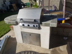 """Bbq island with 30"""" grill for Sale in Cerritos, CA"""