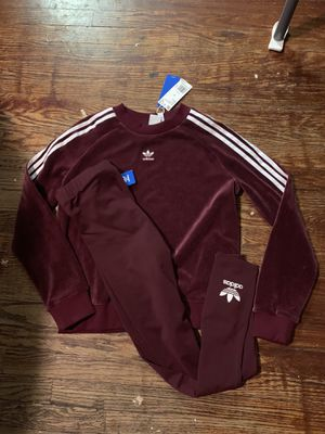 BRAND NEW WOMEN Adidas OUTFIT for Sale in St. Louis, MO