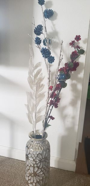 Antique flower vase with artificial flowers for Sale in Dublin, CA