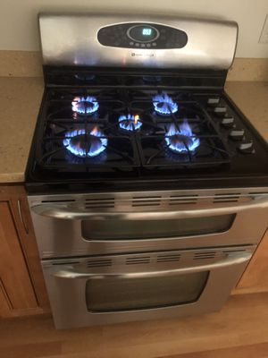 Maytag gas range. Good conditions for Sale in Hayward, CA