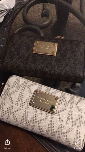 3 Michael Kors Wallets for Sale in Midlothian, VA