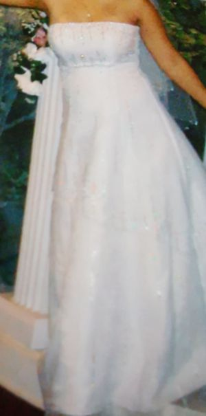 Wedding Dress (size 4) & Veil for Sale in Norco, CA