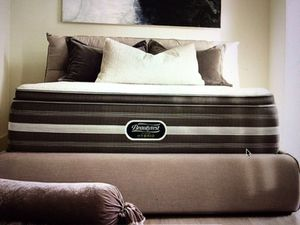 Brand-new Simmons Beautyrest king mattress and box spring set 350 for Sale in Kansas City, MO