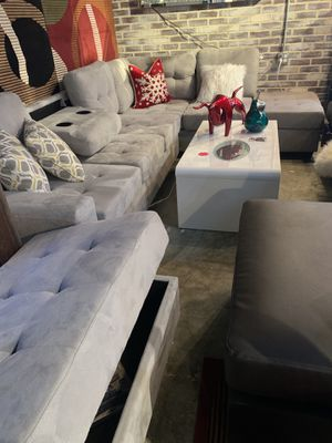 Pretty sectional sofa with ottoman 🌹we are open! We do delivery! We finance. No credit need for Sale in Orlando, FL