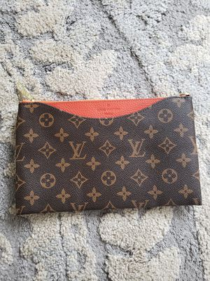 New envelope purse crossbody with strap for Sale in Irwindale, CA