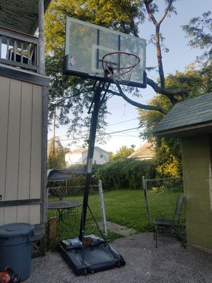 Adjustable fiberglass basketball hoop for Sale in Cleveland, OH