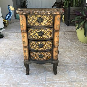 Beautiful Accent Table for Sale in Miami, FL