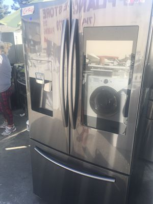 SAMSUNG SMART REFRIGERATOR BLACK STAINLESS STEEL for Sale in Los Angeles, CA
