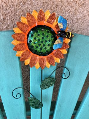Bumblebee Lovers (Metal Garden Decor) for Sale in Calimesa, CA