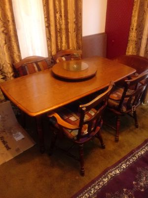 Table and 4 chairs for Sale in Columbus, OH