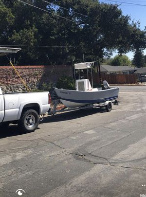 17ft center console fishing boat for Sale in Glendale, CA