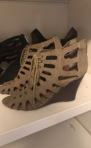 Woman shoes size 9 for Sale in Tampa, FL