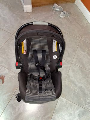 Graco both stroller and car seat , car seat comes with base as well for Sale in Las Vegas, NV