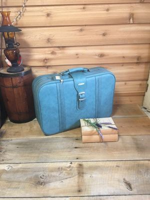 Vintage blue turquoise suitcase for Sale in Chula Vista, CA