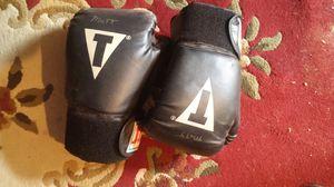 Boxing gloves for Sale in Modesto, CA