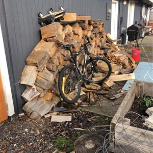 Free BONE DRY FIRE WOOD 3 Years Seasoned for Sale in Beaverton, OR