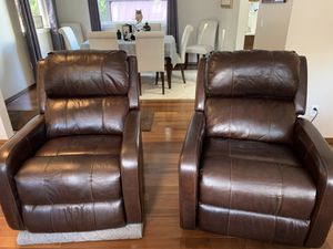 Macy's Colton Leather Recliners for Sale in Lake Stevens, WA