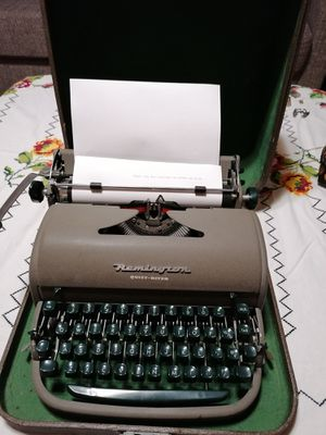 Like new REMINGTON TYPEWRITER IN GREAT WORKING CONDITION for Sale in Spring Valley, CA