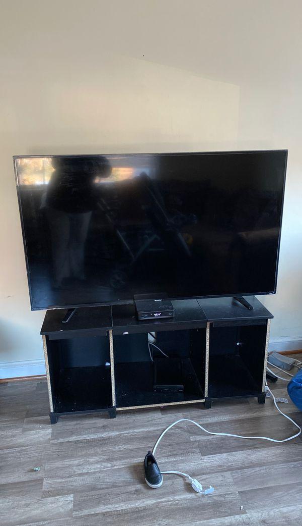 50 inch Sharp LED Roku tv with original remote