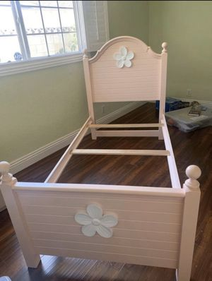 Twin bed frame Pink girl (solid wood, sturdy) for Sale in Industry, CA